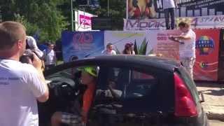 Маленькая Пежо ( Peugeot ) давит басс 154 dB / Фестиваль автозвука в г Краснозаводске