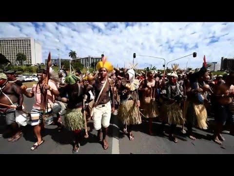 Indígenas marcham em Brasília