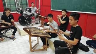 Chung một niềm tin học sinh Quang Vinh và dàn nhạc