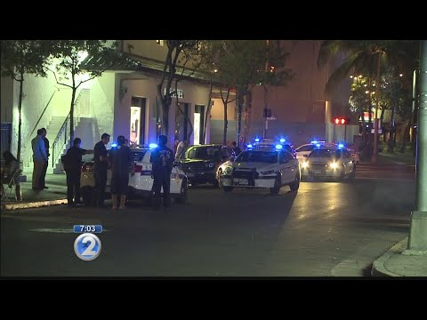 Stabbing in Waikiki leaves 1 person hospitalized with multiple wounds