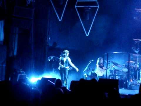 Martina McBride singing Help Me Make It Through the Night