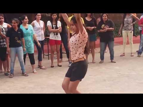 DKTE ichalkaranji   FLASHMOB   GIRL DANCE   ENGINEERING COLLAGE