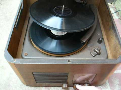 1947 Howard AM tube radio / 78 rpm record player (remake)
