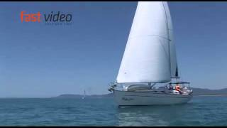 Vela - la barca di Vela Insieme nel mare tirreno al largo della costa della Toscana
