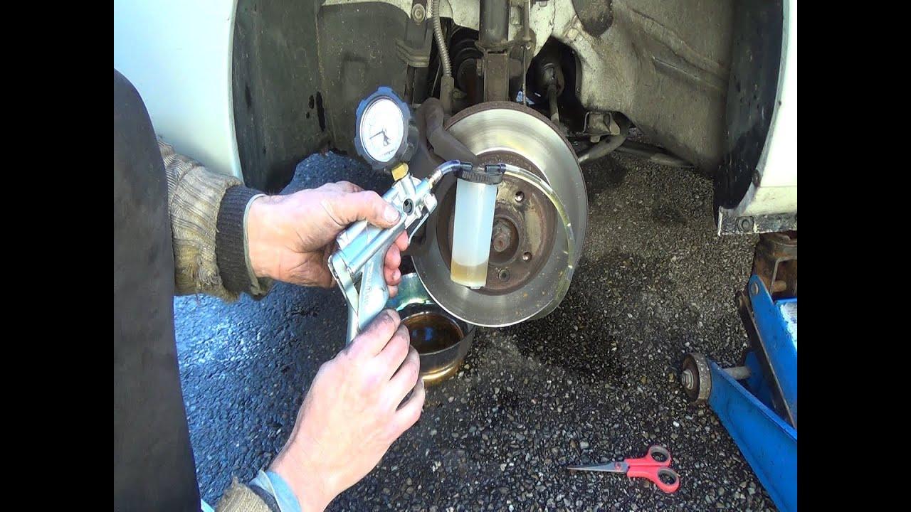 Vidange liquide de frein voiture