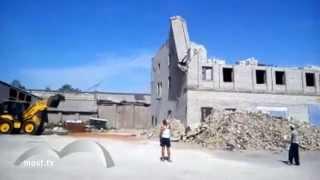 Снял свою смерть на видео (18+) Трагедия при сносе здания в Липецке(Житель Липецка, наблюдавший за сносом здания, снял на ВИДЕО собственную гибель. Молодой житель Липецка..., 2013-06-18T07:39:03.000Z)