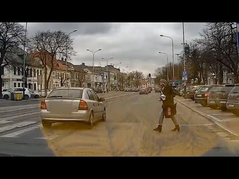 Samochód prawie potrącił kobietę na przejściu dla pieszych w Pabianicach