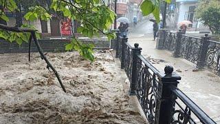 Жуткий ливень в Москве. Город поплыл. Град и мощный ветер