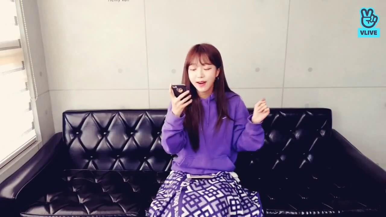 김소희 - 여행(볼빨간사춘기) (vlive 캡쳐), KIM SO HEE - Singing 'Travel ...