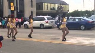 Video shows motorcyclist crash into dancer in Draymond Green parade