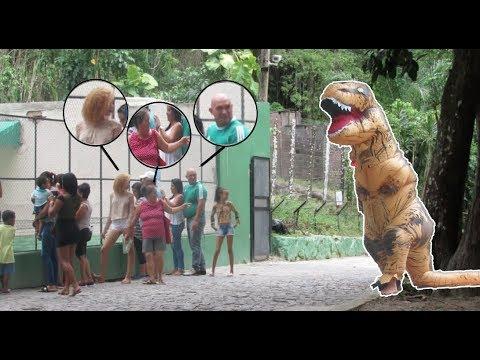 FUI NO ZOOLÓGICO VESTIDO DE DINOSSAURO
