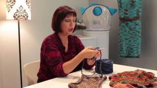 How to Knit a Cowl Scarf : Knitting Lessons