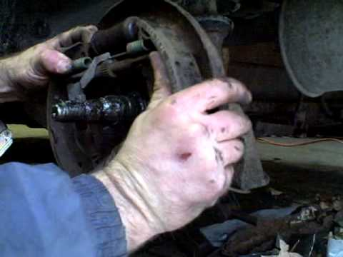 Removing Brake Shoes And Springs Youtube