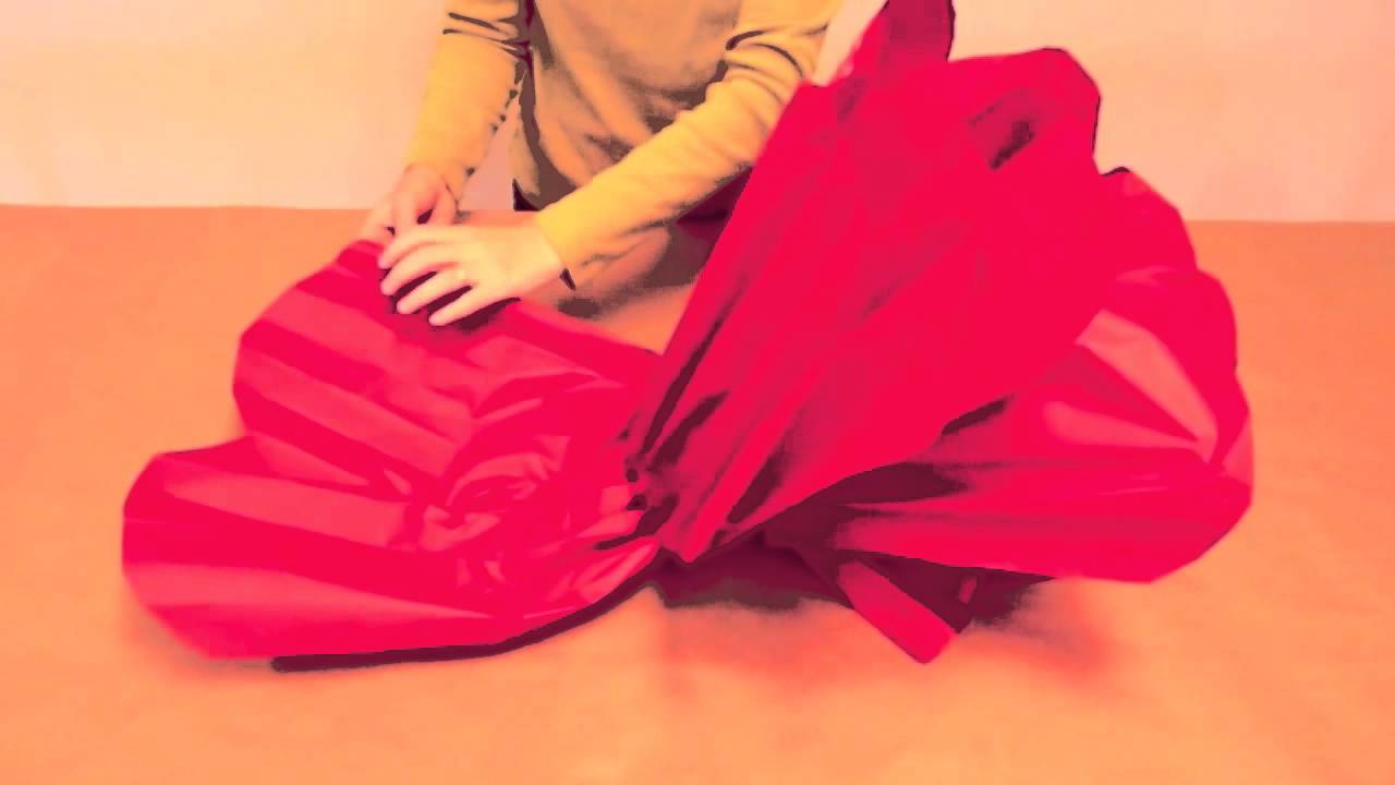How To Make Giant Tissue Paper Flowers Youtube