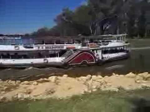 Historic paddlesteamer PS Melbourne returning from downstream to lock 11.