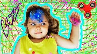 FIDGET SPINNER Funny video for kids Спиннеры для детей Крутим спиннеры на лбу