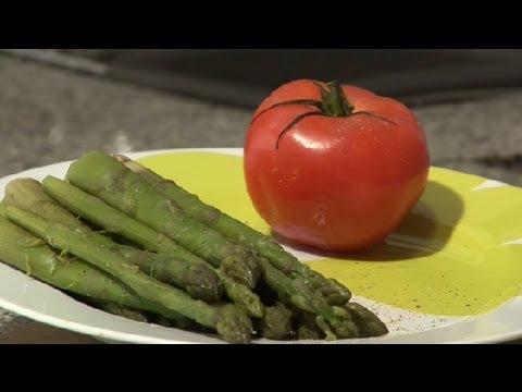 C mo cocinar esp rragos c mo cocinar esp rragos youtube for Cocinar esparragos
