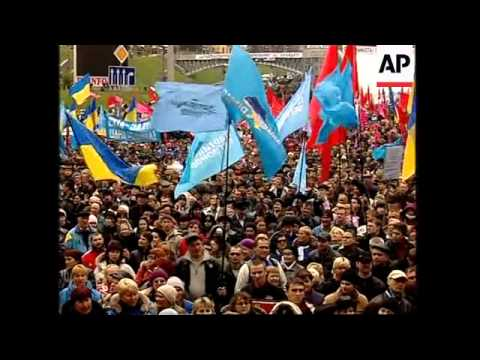 Yanukovych supporters rally in capital; ADDS more rally , Yushchenko gathering