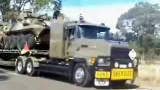 Австралийские Дальнобойщики(Видео подборка автопоезда Австралия Мой блог: http://video-prikol.blogspot.com/, 2009-02-15T16:07:55.000Z)