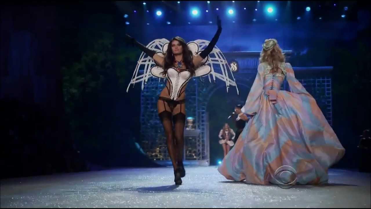Victoria S Secret Fashion Show Rihanna Diamonds