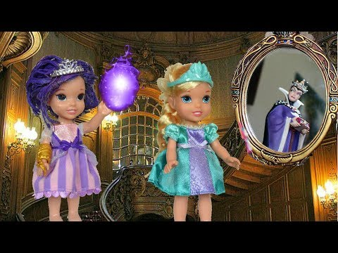Elsa and Anna Toddlers uses Evie Magic Mirror -  The Spellbook # 1  - Toys In Action |
