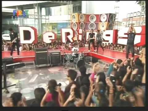 S9MBILAN BAND Live performanced di Derings Minggu (Courtesy Trans TV)