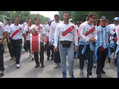 PASSIONATE SUPPORTER OR BARRA BRAVA? My Story As A River Plate's Fan. Alan Schlenker.