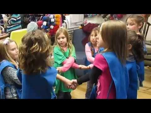"Cambridge WI Daisy Girl Scouts, singing ""Make New Friends"" Nov. 2014"