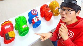 Boram drôles d'histoires de jouets avec des costumes pour enfants