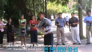 PREDICANDO LA PALABRA DE DIOS  EN PLAZA  (hno mauricio)