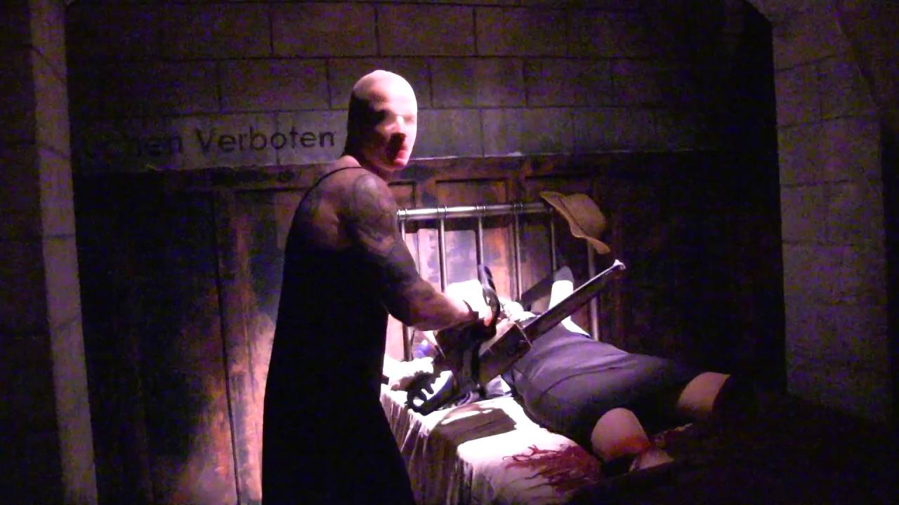 American Horror Story Walkthrough at Halloween Horror Nights 26 ...