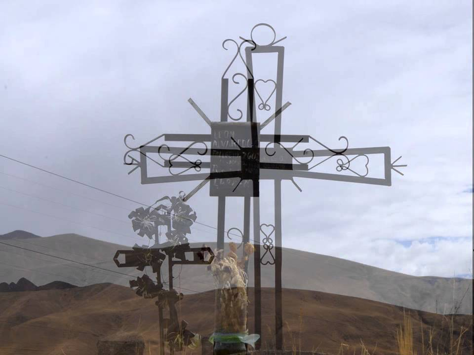 Detrás De Las Cruces...