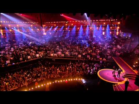 Gwen Stei wins International Female presented by Charlie Creed Miles  BRIT Awards 2005