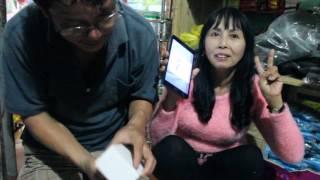 Ba mẹ lần đầu được tặng Smart Phone, phản ứng khi Ba mẹ Cao được nhận quà. Quảng Nam Province