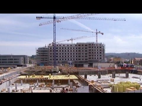 Eurozone economy contracts further