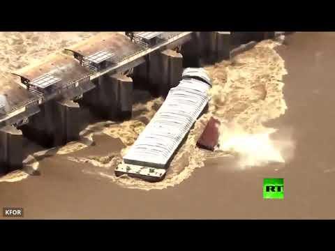 لحظة غرق قاربين في نهر أركنساس الأمريكي  - نشر قبل 2 ساعة
