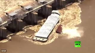بالفيديو.. لحظة غرق قاربين في نهر أركنساس الأمريكي