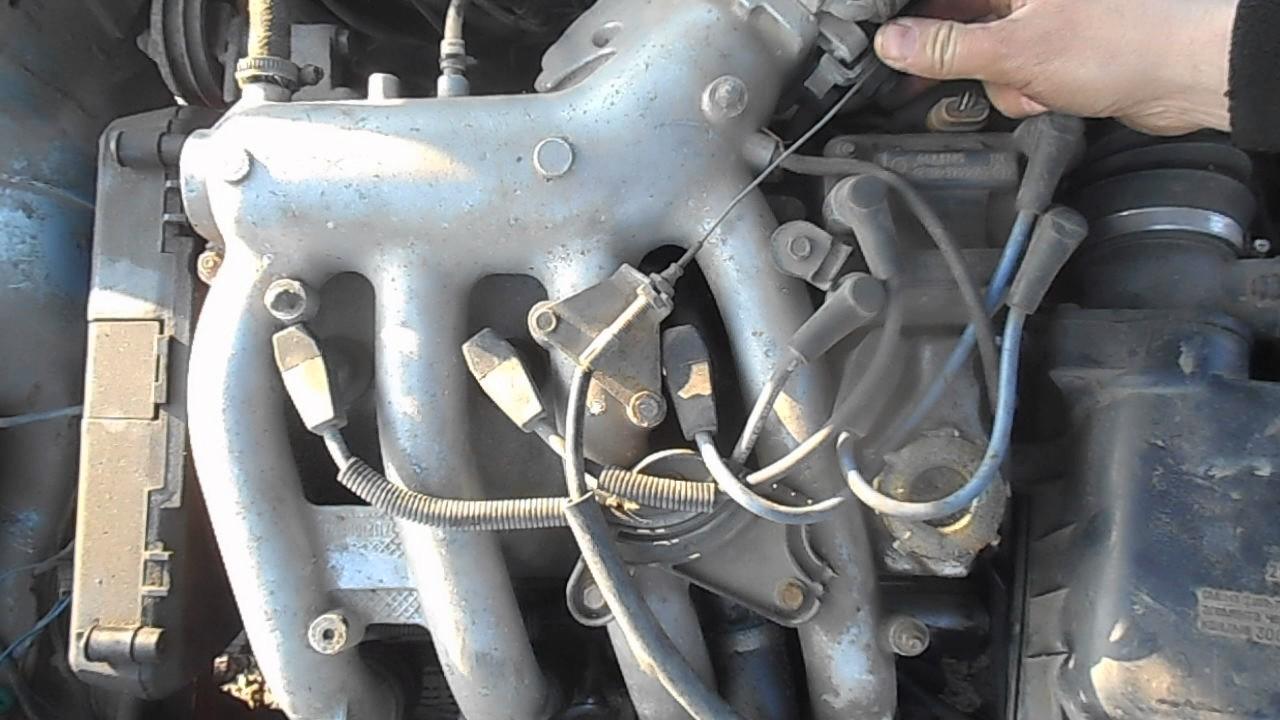 Ваз-2112 (lada 112) — российский легковой автомобиль производства волжского. В этой модификации двигателя 2112 проблема с загибом клапанов была решена за счет увеличения глубины проточек в днищах поршня (до 6,5.
