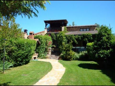 Casa rural el porche en cidones soria jard n y barbacoa - Valsain porche y jardin ...