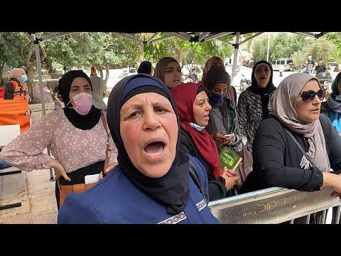 شاهد: تجدد المواجهات في باحة المسجد الأقصى بعد اقتحام جديد للشرطة الإسرائيلية …  - 19:58-2021 / 5 / 10
