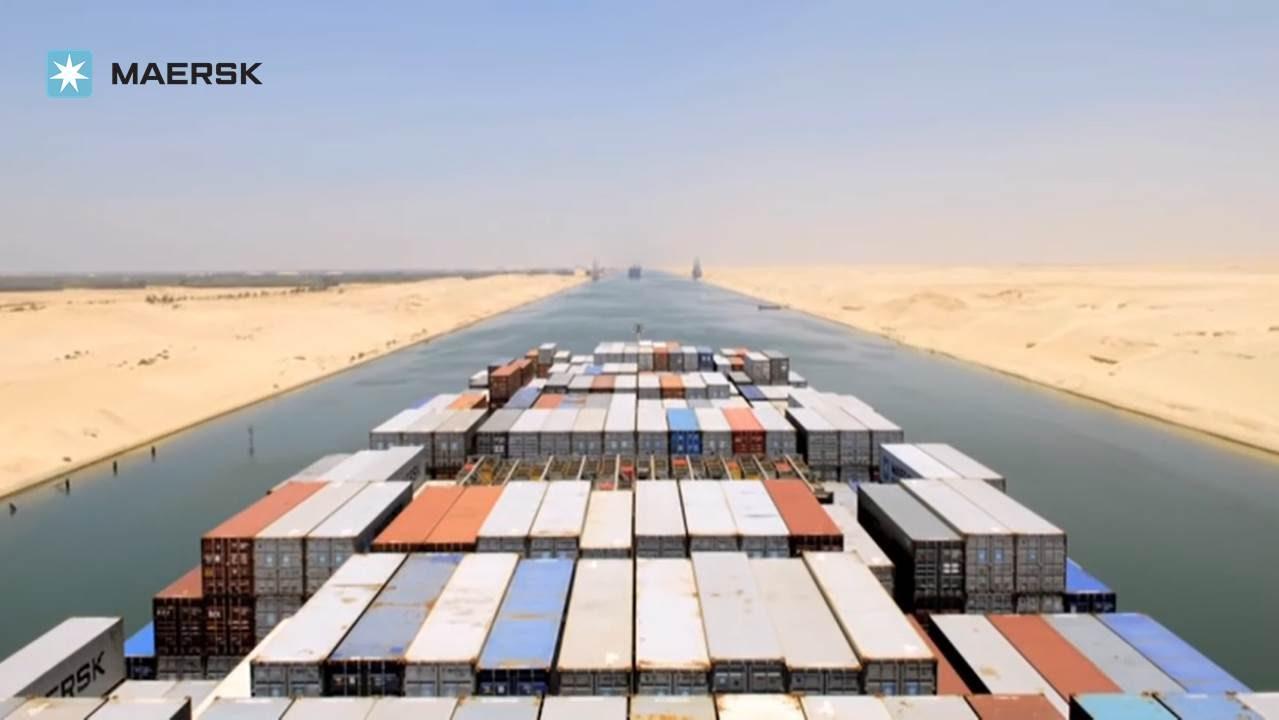 Risultati immagini per Maersk SHIP IN SUEZ CANAL