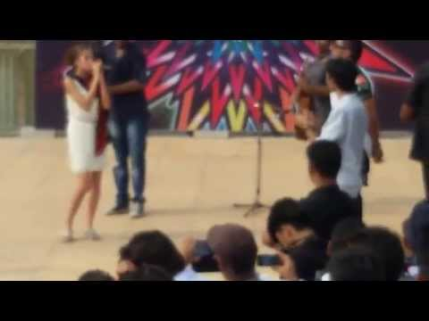 yo yo honey singh singing sajna tere bina with akanksha at amity university jaipur