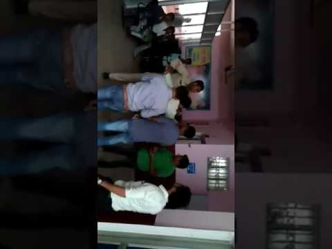 Police constable beating blood bank staff in District hospital korba chhattisgarh on 01/07/2017