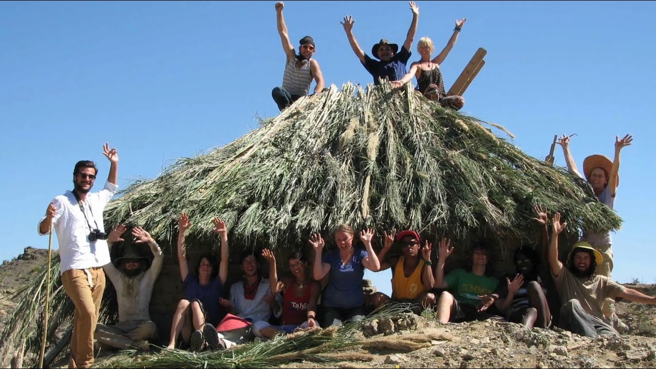 House Built Out Of Natural Materials : Mum students build adobe house from natural desert