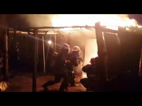 Un abuelo está grave tras incendiarse su casilla