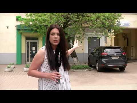Калюжа крові і жахливі травми: у центрі Києва жінка з дитиною вистрибнула з вікна