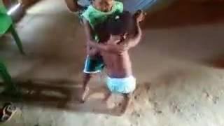 Mira Esta Niña Tan Chikita Y Asu Edad Como Vaila Con  Este Niño Dale Play