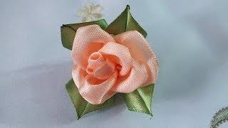 Цветы из атласных лент Роза просто быстро красиво(Цветы из атласных лент Роза своими руками мастер класс цветок из атласной ленты за 5 мин роза из атласных..., 2014-06-02T15:32:48.000Z)