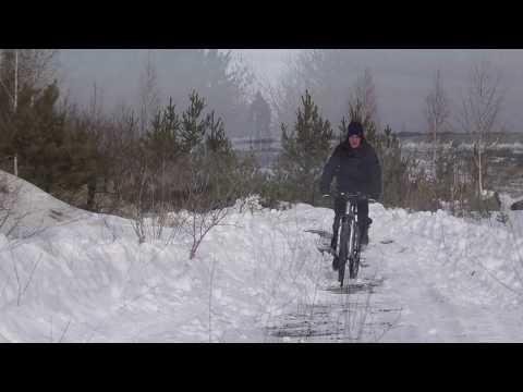 На велосипеде по борту карьера.
