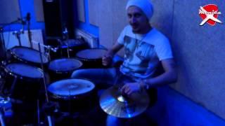 show MONICA - Урок игры на барабанах